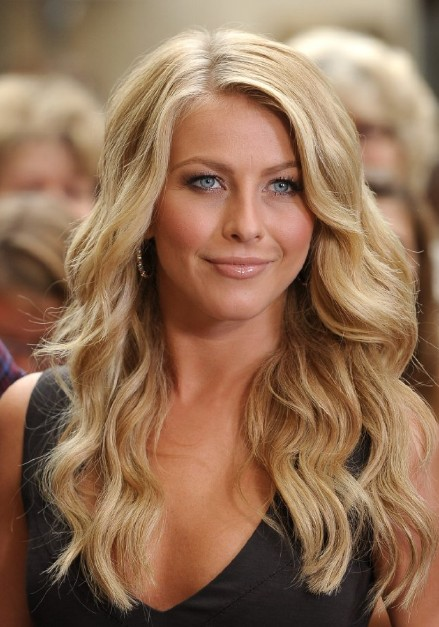 Julianne Hough Hairstyle Sexy Side Parted Long Blonde Soft