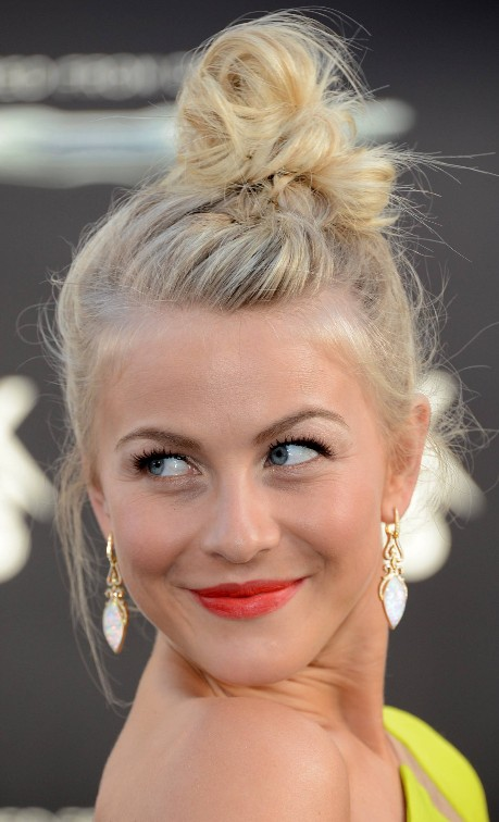 Julianne Houghs Cute Messy Topknot Bun Updo Hairstyle Hairstyles