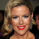 Kathleen Robertson Glamorous Jaw Length Bob Hairstyle