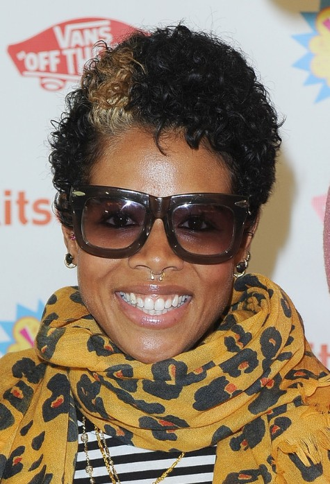 Kelis hairstyle stylish short curly hair style with caramel streak kelis short curly hairstyle for black women winobraniefo