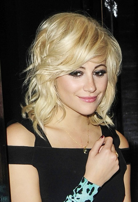 Pixie Lott Loose Waves Y Medium Blonde Hairstyle With Bangs