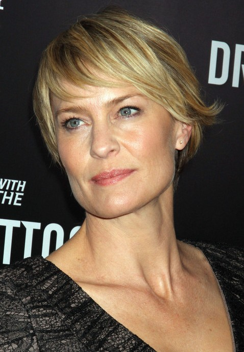 Robin Wright Penn Short Layered Razor Haircut with Bangs