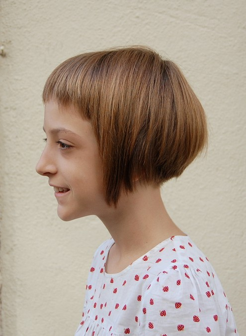 Side View of Cute Short Bob Hairstyle for Girls