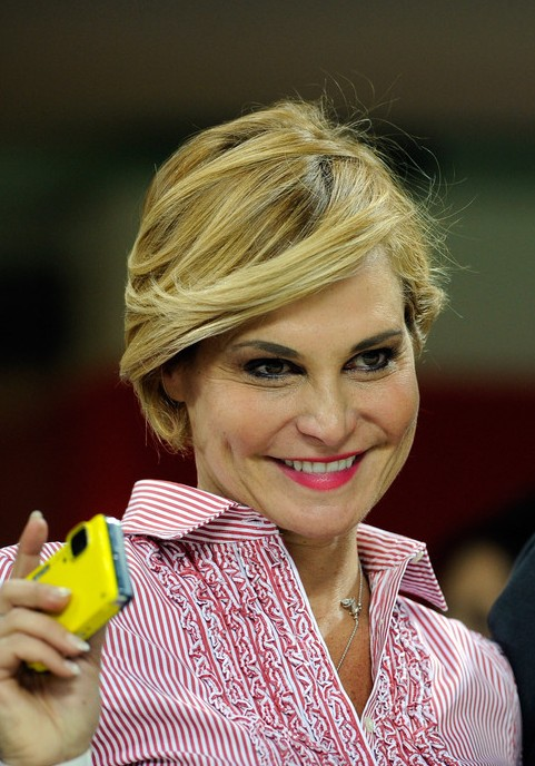 Simona Ventura Super Chic Bob Hairstyle with Side Bangs
