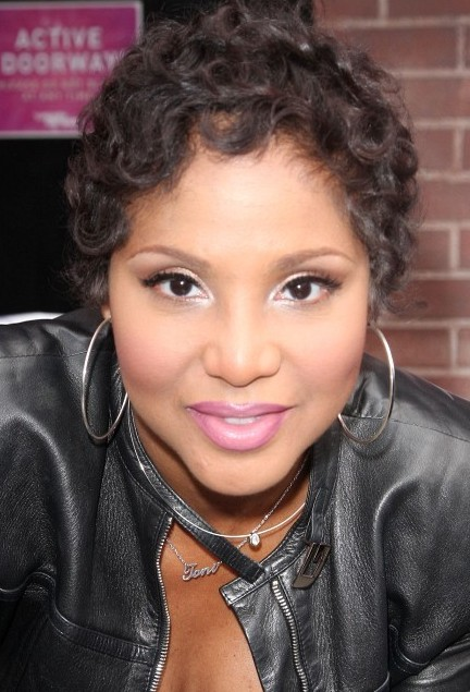 Toni Braxton Short Curly Hairstyle for Black Women