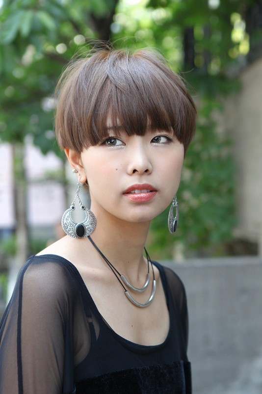 Casual Short Japanese Hairstyle with Blunt Bangs - Straight Haircut