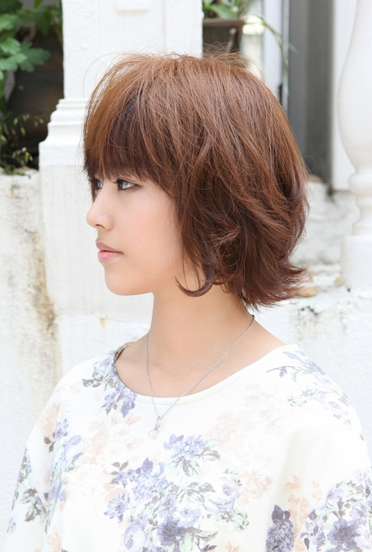 Cute Layered Short Brown Bob Hairstyle for Students
