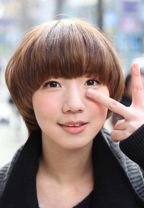 Cute Mushroom Bob Hairstyle - Asian Hair Color Trends