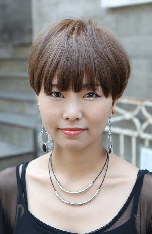 Easy Daily Hairstyle - Cool Pot Haircut for Women