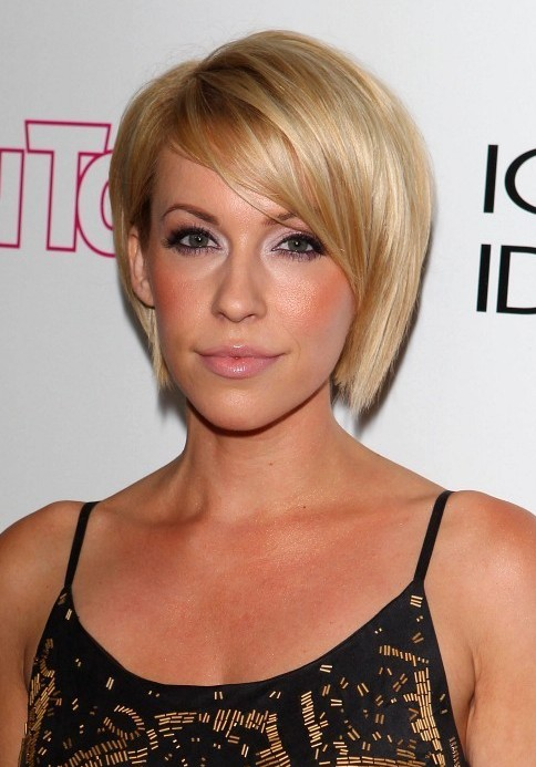 Farah Fath Hairstyle: Sleek Short Side Part Bob Haircut