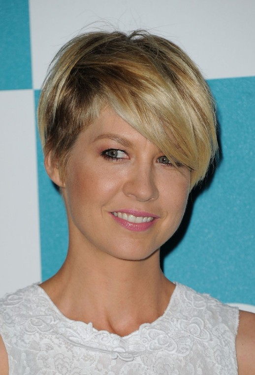 Jenna Elfman Cute Short Haircut 2013