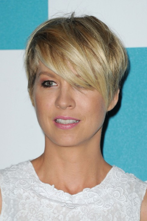 Jenna Elfman Layered Short Choppy Razor Cut with Bangs