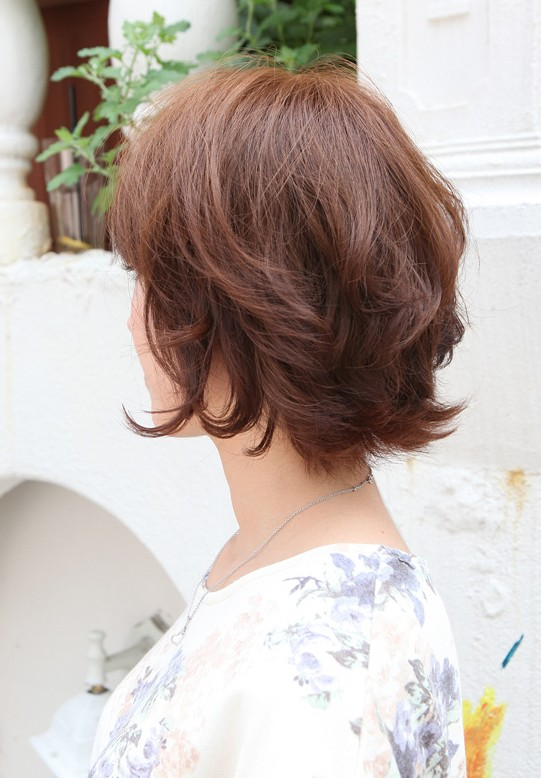 Wavy Hairstyles 2015: Layered Short Bob Hairstyle for Women