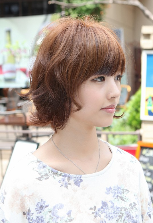 Asian Hairstyles: Layered Short Wavy Bob Hairstyle