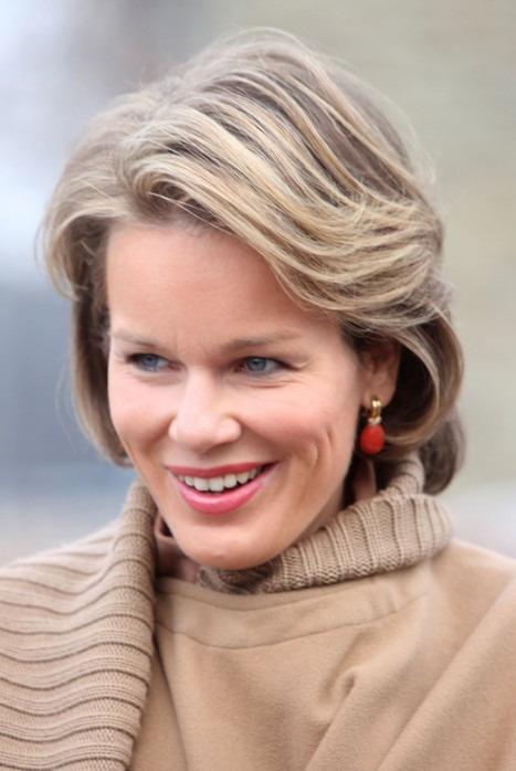 Classic Side Part Short Wavy Hairstyle Princess Mathilde