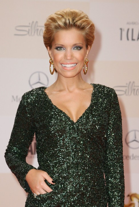 Sylvie van der Vaart Short Straight Slicked Back Hairstyle