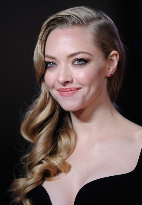 Elegant Long Wavy Curly Hairstyle Amanda Seyfried