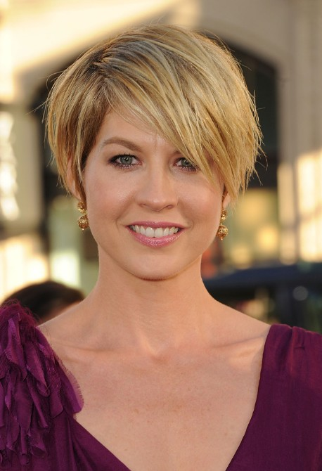 Jenna Elfman Short Messy Hairstyle with Bangs