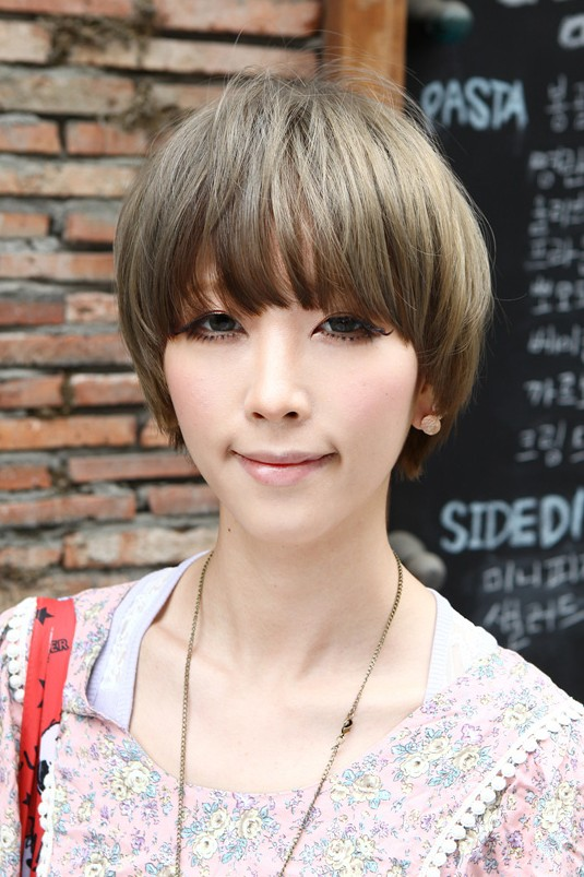 Short Asian Mushroom Hairstyle for Summer