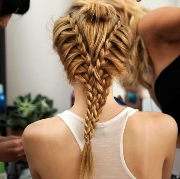 Hairstyle for Summer V-Shaped Twin Braids