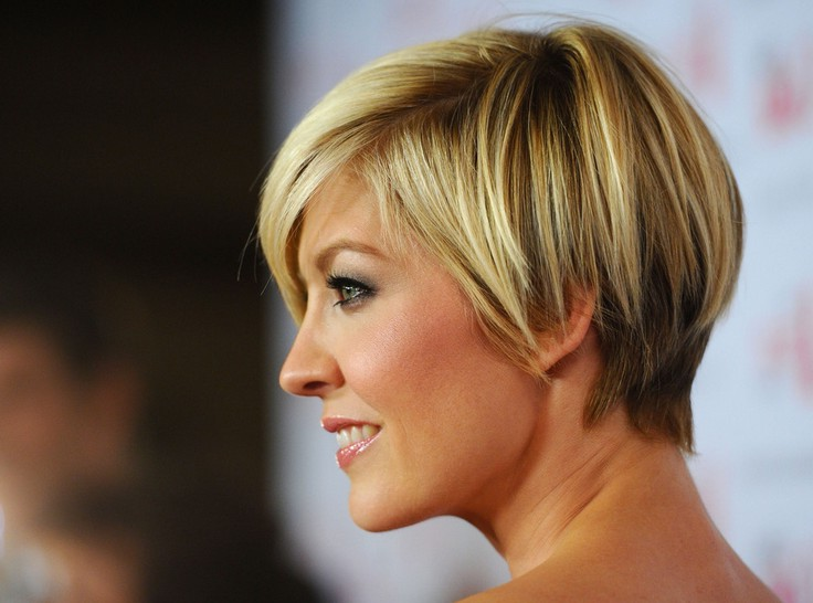 Jenna Elfman short haircut
