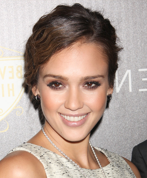 Jessica Alba side parted soft wavy hairstyle
