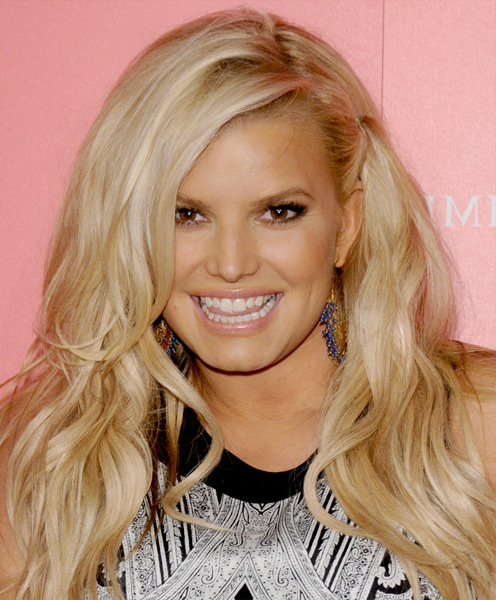 Jessica Simpson Side Parted Long Blonde Wavy Hairstyle