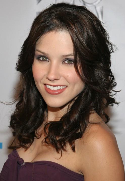 Best medium hairstyle - shoulder length hairstyle Sophia Bush hair ...