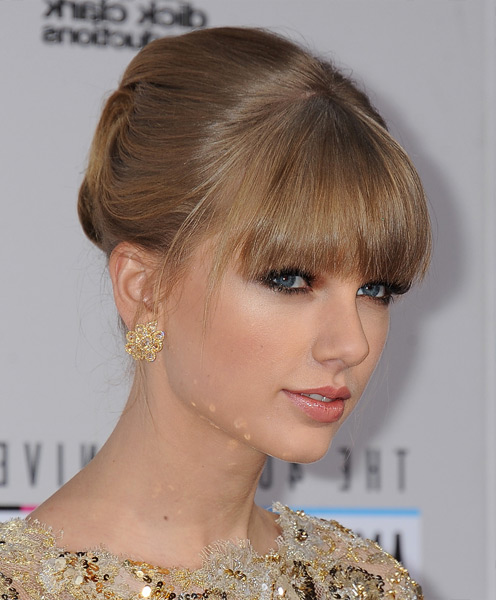 Best updo for prom from Taylor Swift