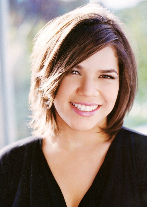Casual Short Straight Bob Haircut With Side Swept Fringe America Ferrera Hairstyle Hairstyles Weekly