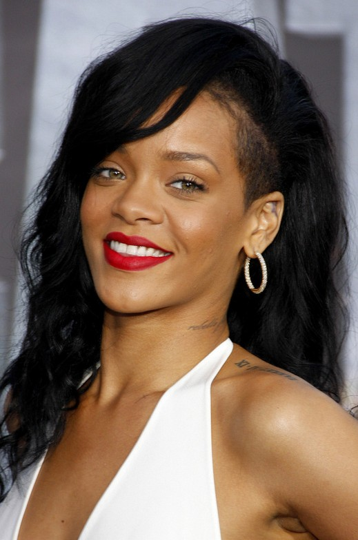 Back To School Hair Styles: Rihanna Long Wavy Cut - Hairstyles Weekly