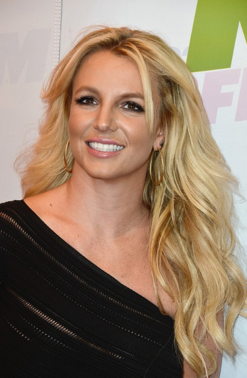 Magnificent Casual Long Wavy Hairstyle For Women Britney Spears Hairstyles Natural Hairstyles Runnerswayorg