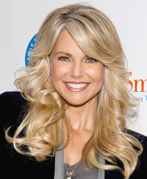 Fall Hairstyle Idea Flicked Back Long Blonde Waves -9515
