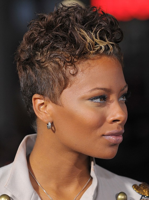 of Eva Pigford's latest haircut - Side view of short curly hairstyle ...