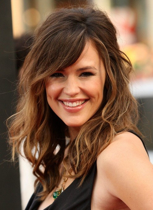 retro messy long hair with highlights jennifer garner's hairstyle