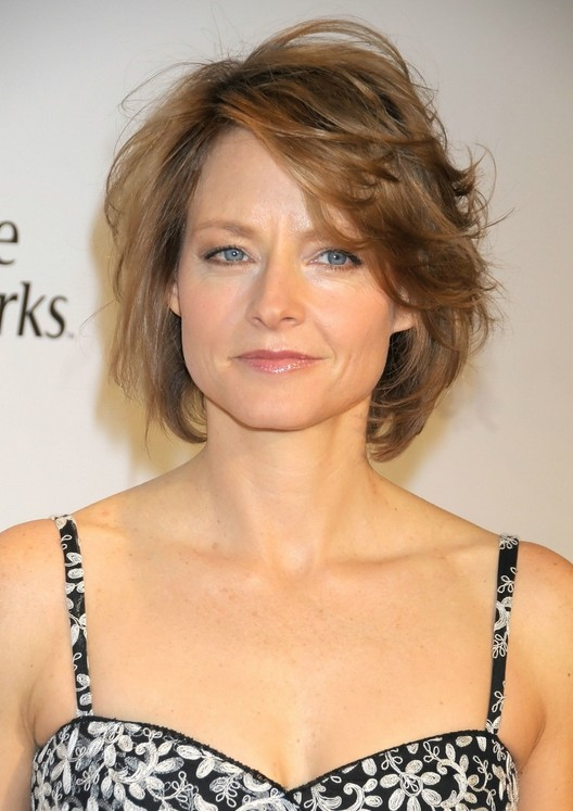 Messy bob hair style for women over 40: Jodie Foster hairstyle