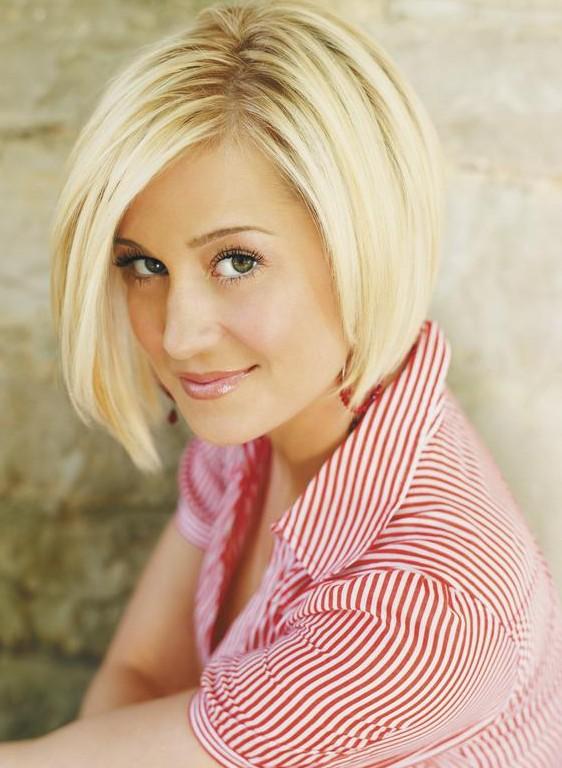 Celebrity Blonde Sliced Asymmetric Bob – Kellie Pickler's Short Haircut