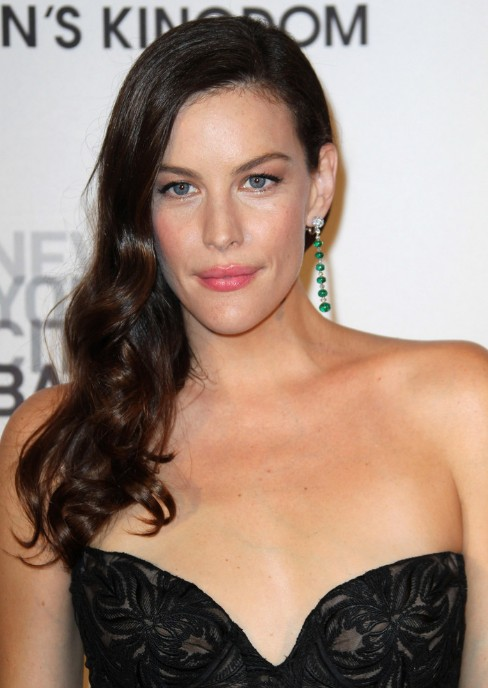 Side part long black wavy hair style for women - Liv Tyler Hairstyle