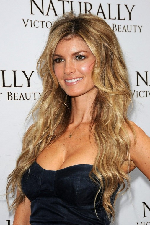 Sexy Center Parted Hairstyle Long Blonde Waves With Balayage