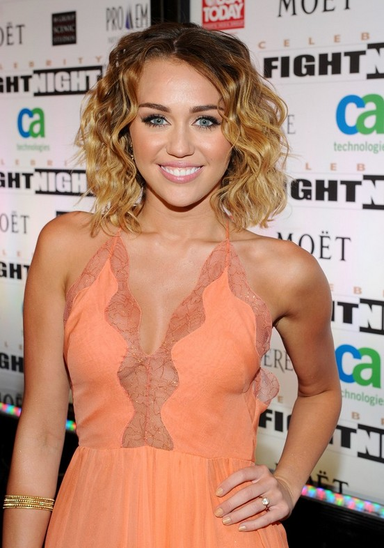Back To School Ombre Hair Miley Cyrus Medium Ombre Curly Hairstyle Hairstyles Weekly