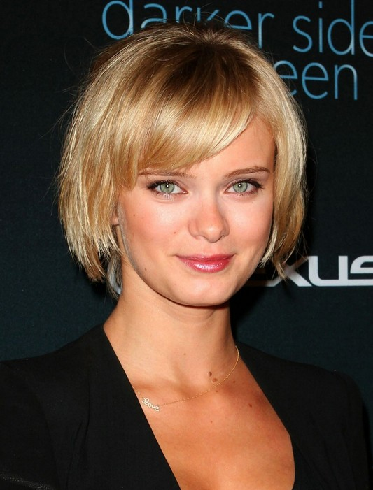 short hairstyle for 2014 layered golden bob with bangs