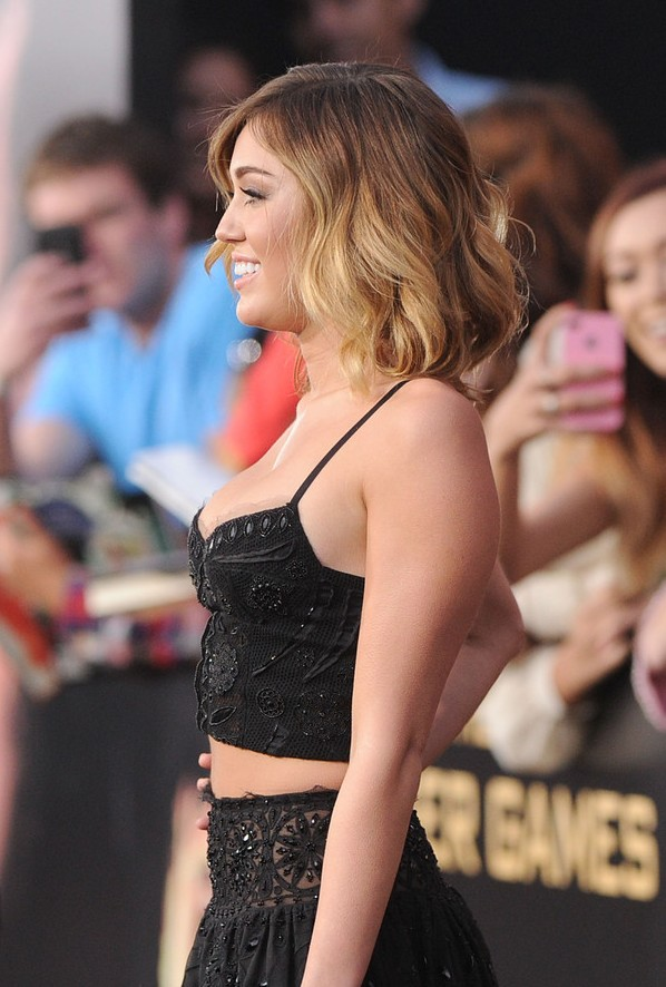 Sexy Short Ombre Hair Miley Cyrus Layered Ombre Wavy Hairstyle Hairstyles Weekly