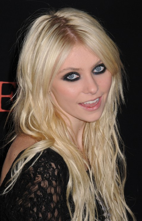 Tousled curly hair style for long hair - Taylor Momsen's Hairstyle