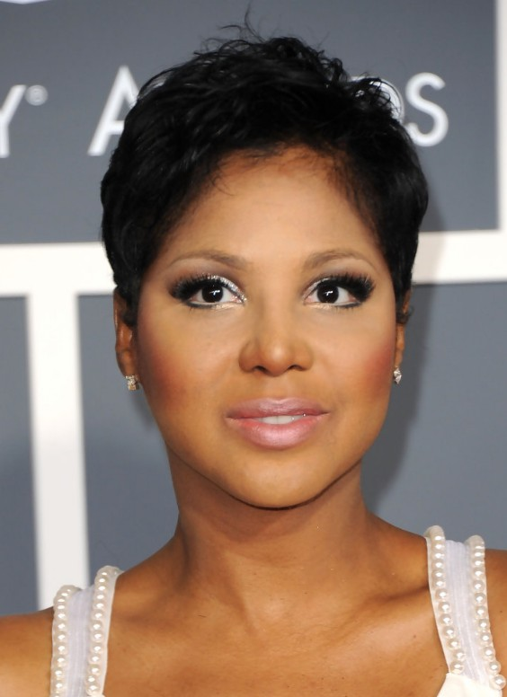 Short Haircut For Women Stylish Pixie Cut In Black Toni Braxton S Hairstyle Hairstyles Weekly