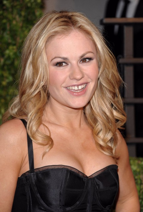 Casual Daily Hairstyle: Easy Long Blonde Hairstyle for Women - Anna Paquin's Hairstyle