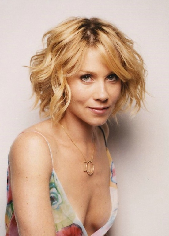 Short wavy curly bob hair style - Christina Applegate's Hairstyles