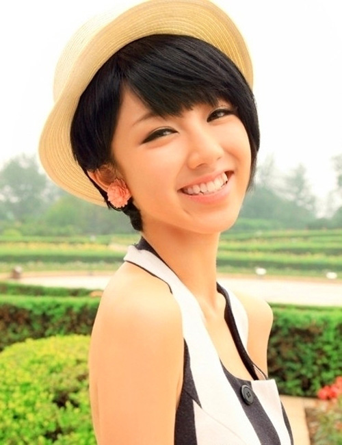 Cute Short Hairstyle with Hat