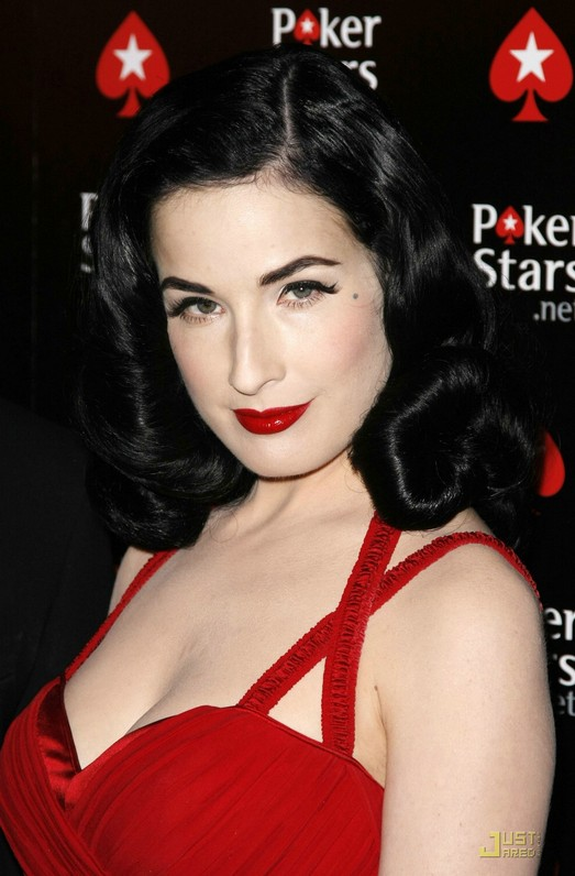 Classic Hairstyle: Long Vlack Retro Hairstyle from Dita Von Teese