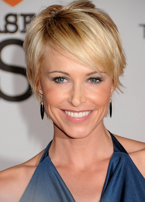 Chic Short Sleek Haircut With Side Swept Bangs Josie Bissett S Hairstyle