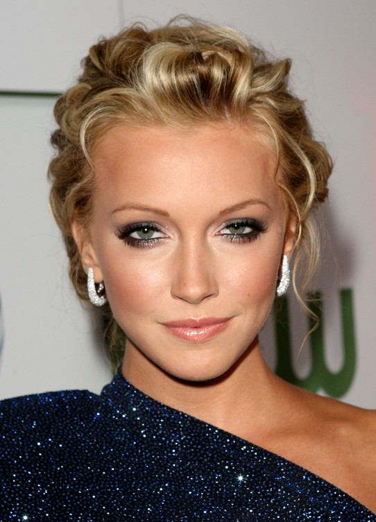elegant feminine updo with mixed golden tones - katie cassidy's